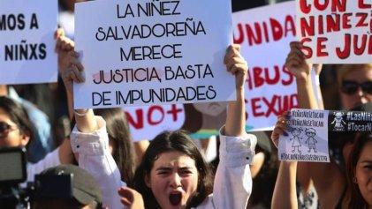 Salvadoreñas protestan y exigen justicia por el asesinato de Fátima