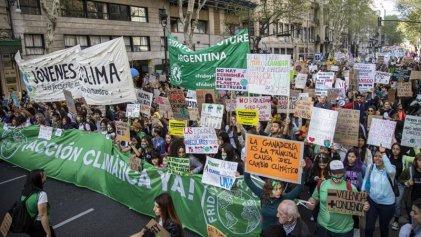 """Jóvenes contra la crisis climática: """"Apoyar Vaca Muerta es apoyar el exterminio de la humanidad"""""""