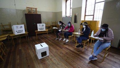 Ecuador elige presidente entre el retorno del correísmo y un conservador neoliberal