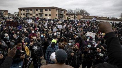 Segunda noche de protestas en Minneapolis por asesinato racista de Daunte Wright