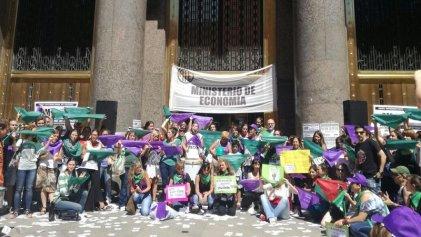 Pañuelazo contra los despidos en el Ministerio de Hacienda