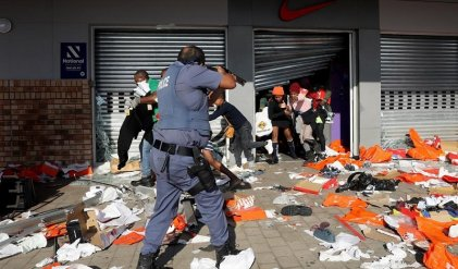 Al menos 70 muertos durante protestas en Sudáfrica tras encarcelamiento de expresidente Zuma