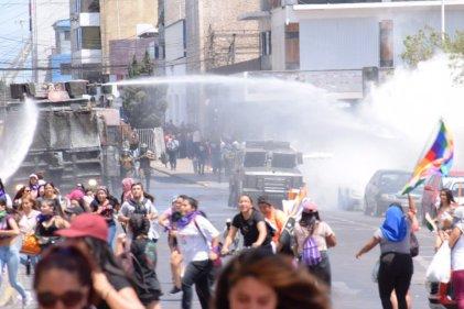 9M: reprimen marcha de trabajadoras y estudiantes en Antofagasta