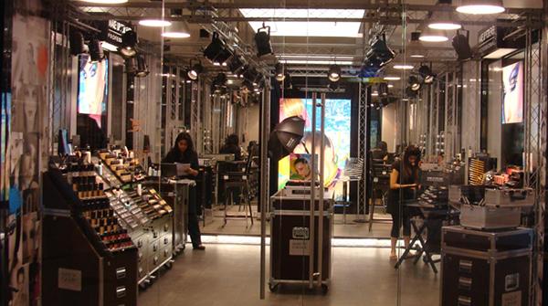 Los ganancias y sueldos miserables que esconde la cosmetología de lujo en Chile